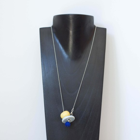 Collier Pom pom jaune bleu -il fait si beau-ceramique made in france