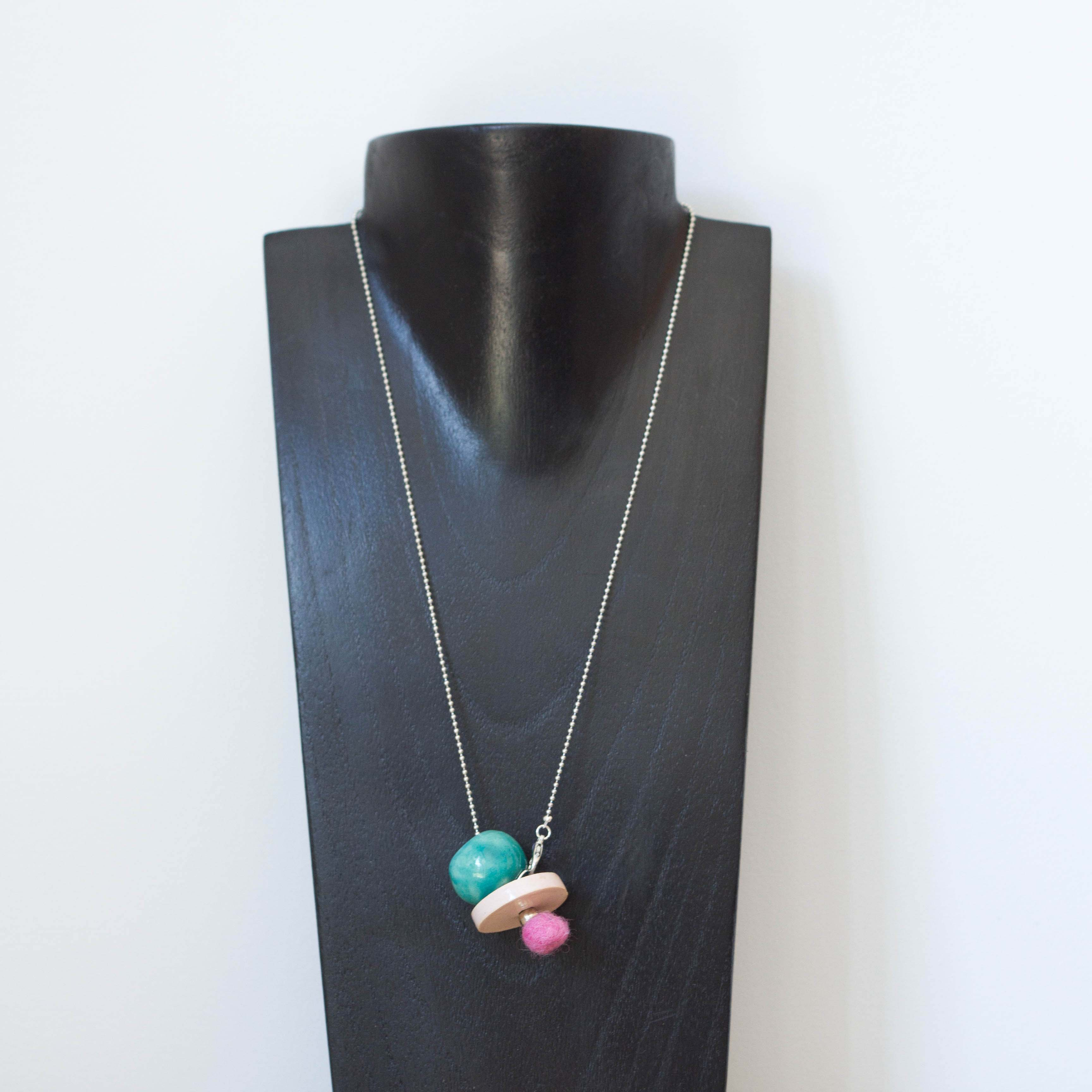 Collier Pom pom turquoise rose -il fait si beau-ceramique made in france